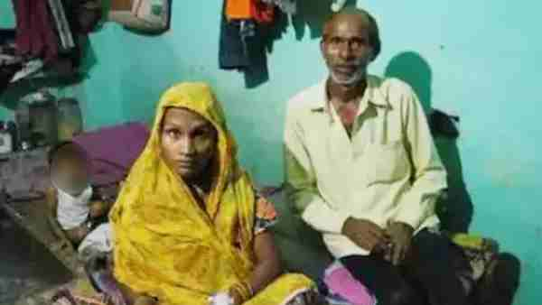Father could not pay delivery fees, doctors snatched the newborn