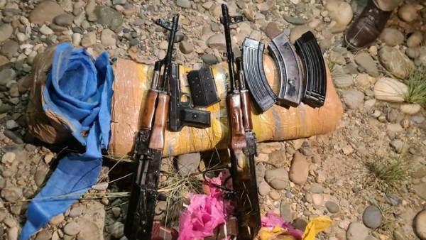 Loc पर आतंकियों के लिए ड्रोन से हथियार गिरा रहा है पाकिस्तान, AK 47 सहित कई असलहे बरामद