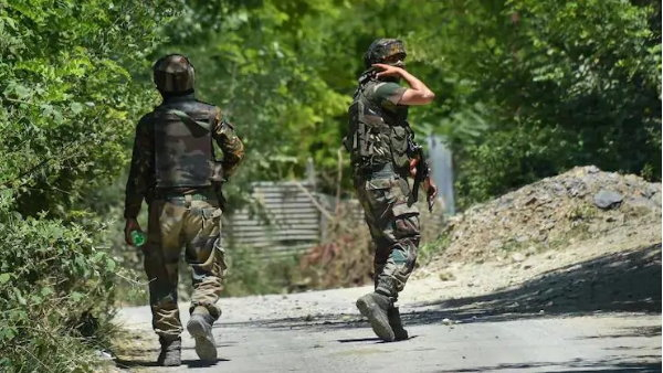 Pakistan trade fire along LoC at Naugam sector in J&K, 1 army soldier martyred, 2 injured