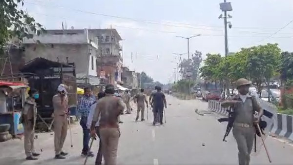 eight policemen injured in stone pelting in ballia