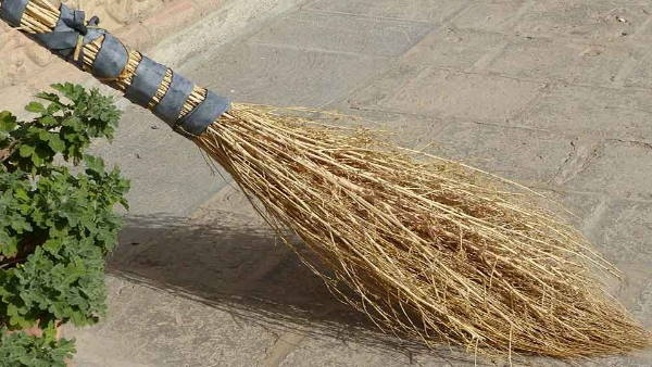 AIIMS Doctor claims that brooms may spread coronavirus