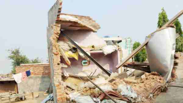 Hapur: boiler exploded fell on the house half a kilometer away many people scorched