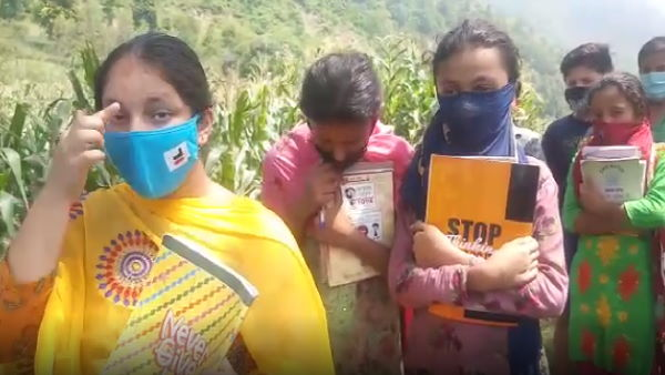 online study due to coronavirus : haryanas this village children studying without mobile network