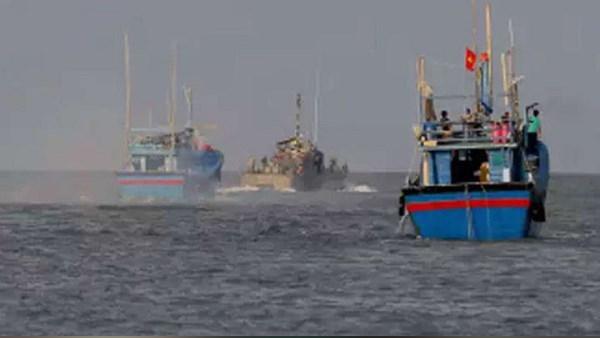 पाकिस्तान ने समुद्र में भारत की 8 बोट समेत 45 मछुआरों को घेरकर बंधक बनाया, ले गया कराची