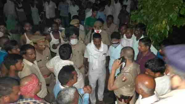 जौनपुर: क्लीनिक में घुसकर बदमाशों ने ग्राम प्रधान की गोली मारकर की हत्या, थानेदार समेत 3 निलंबित