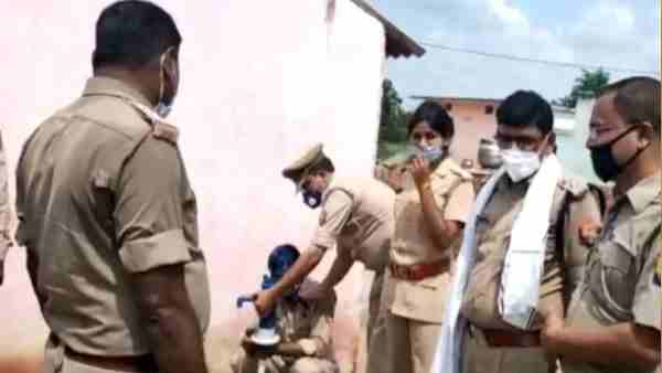Jhansi police found hand pump starts giving liquor instead of water