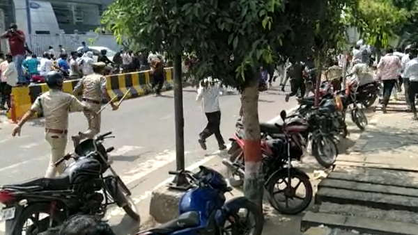 Police lathi charge on sweepers protesting against Noida authority