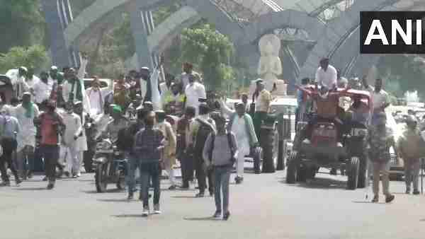 Noida: Members of Kisan Union block roads, stage protest near Delhi border against recent Agriculture Bills