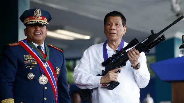 फेसबुक पर निकला फिलीपींस के राष्ट्रपति रोड्रिगो दुर्तेते का गुस्सा, कहा-किस मकसद से मेरे देश में हो