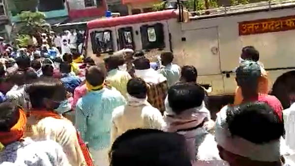 SP and BJP worker clashed during an election voting