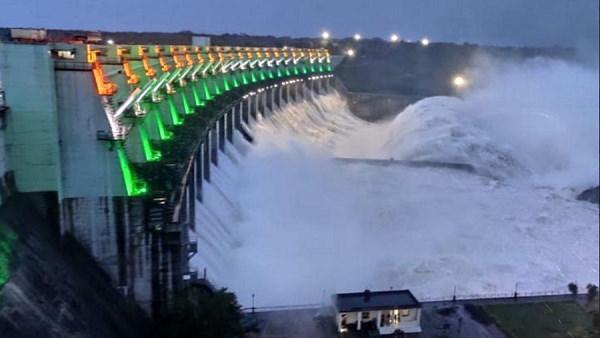 पानी से अब लबालब हो जाएगा सबसे बड़ा बांध, गुजरात सरकार ने 138 मीटर तक भरने की मंजूरी दी