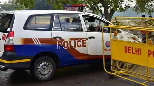दिल्ली: 9 साल की बच्ची के साथ श्मशान घाट में रेप, फिर हत्या और किया गया अंतिम संस्कार! पुजारी समेत 4 गिरफ्तार