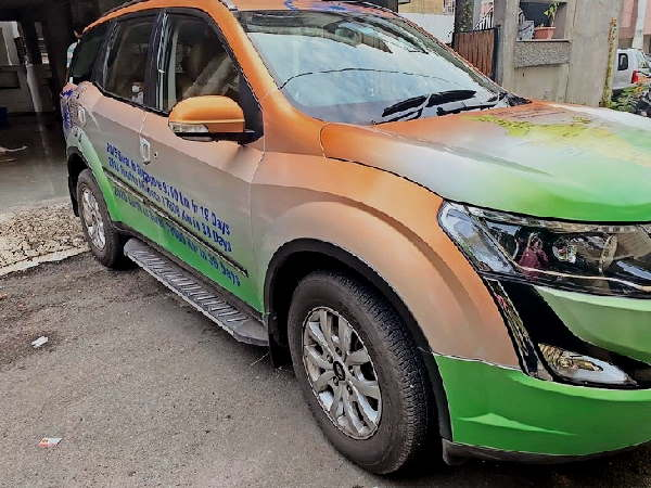 Six friends printed the map of the india on a car, Visits every state to aware the people for tourism industry