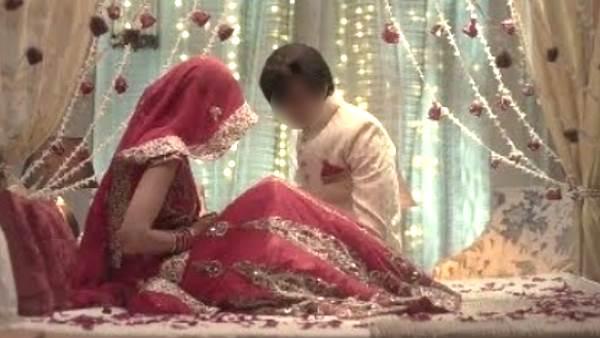 सुहागरात पर बीवी निकली किन्नर, हकीकत जानकर दूल्हे के उड़े होश | man shocked to see his wife is eunuch on wedding night in bareilly - Hindi Oneindia