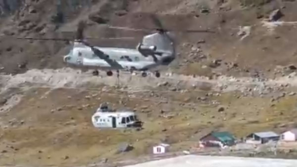 Chinook helicopter takes off from Kedarnath with debris of MI17 helicopter which had met with an accident in 2018