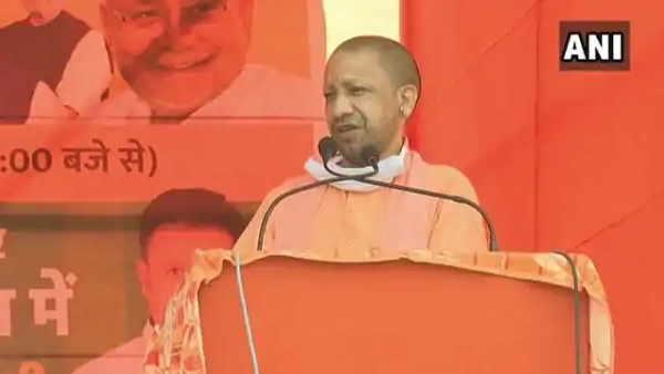 सीएम योगी ने कहा- पाकिस्तान के प्रधानमंत्री भारतीय जवानों के सर्जिकल स्ट्राइक के डर से भाग रहे हैं