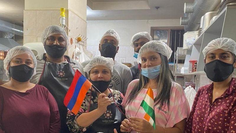 अज़रबैजान और आर्मीनिया की जंग: शरणार्थियों की मदद करता एक भारतीय परिवार