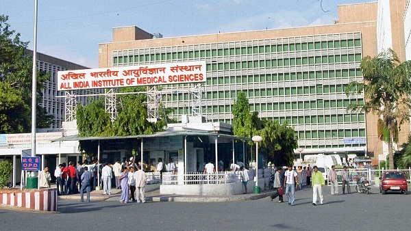 इसे भी पढ़ें- दिल्ली: एम्स की नर्सों ने सीएम केजरीवाल को लिखा खत, परिजनों के लिए वैक्सीनेशन कार्यक्रम चलाने की मांग