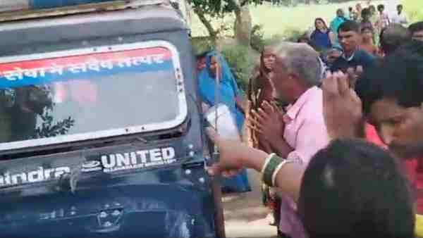 Azamgarh: Villagers made hostage to police team went to clear encroachment