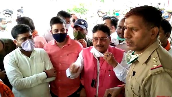 hindu organisations protest in bareilly after girl marry with muslim boy video viral
