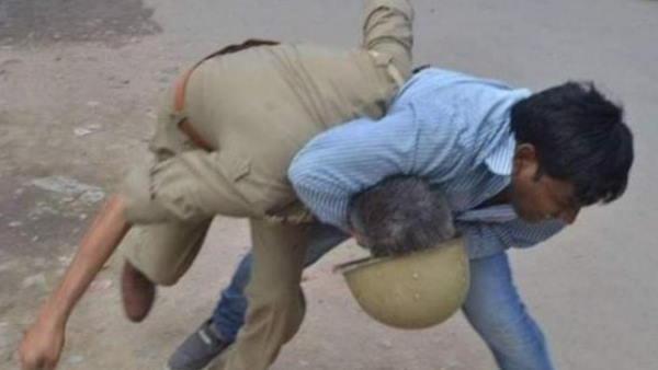 Fact Check: क्या पश्चिम बंगाल में भाजपा कार्यकर्ता ने पुलिसकर्मी से मारपीट की?