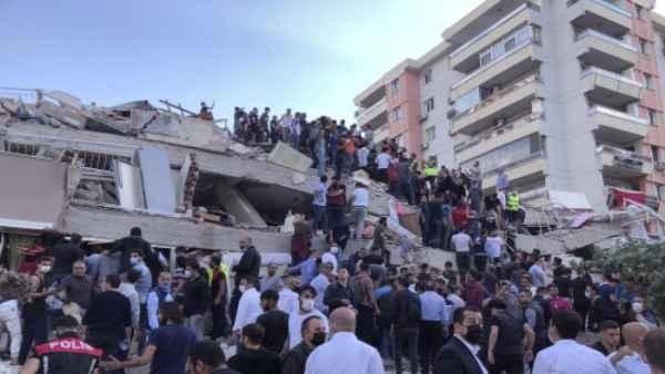तुर्की और ग्रीक में आए भूकंप की फोटो और वीडियो में देखें तबाही का ये मंजर, ताश के पत्तों की तरह ढह गई इमारतें