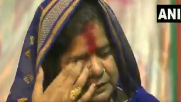 Imarti Devi gets emotional as CM Chouhan recounts Kamal Naths remarks item