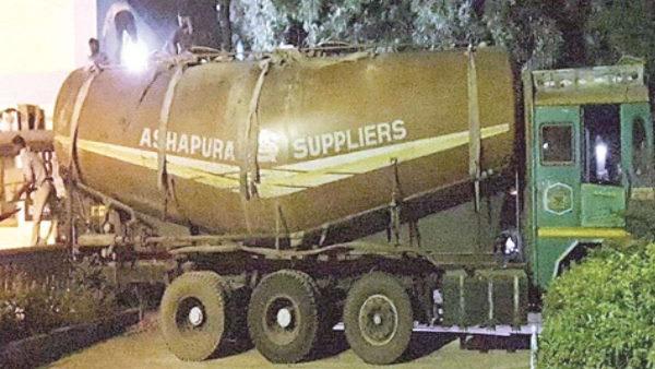 गुजरात में शराब जब्त: शराबबंदी ताक पर रख गुजरात ले जाई गई शराब, टैंकर से जब्त हुईं 57 हजार बोतलें