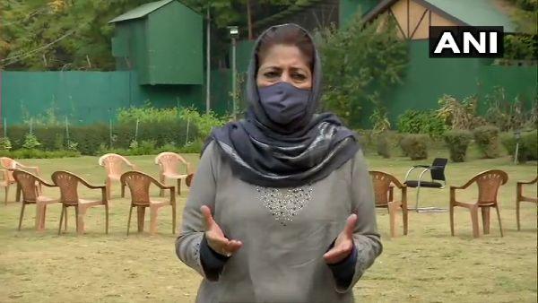 केंद्रशासित प्रदेश जम्मू-कश्मीर में नए भूमि कानून का विरोध, हिरासत में ली गई महबूबा मुफ्ती