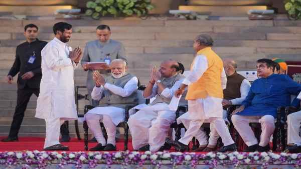 रामविलास पासवान के साथ केंद्रीय कैबिनेट में NDA खत्म, मोदी सरकार में सिर्फ एक मित्र दल बाकी