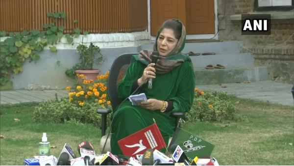 Mehbooba Muftis provocative words - When J&Ks flag is back, only then will it raise tricolor