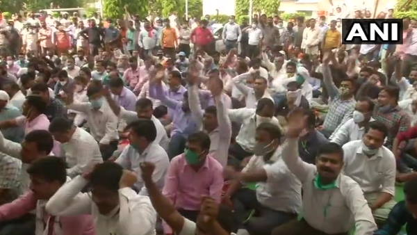 Second day power workers strike in UP, CM Yogi called meeting on issue