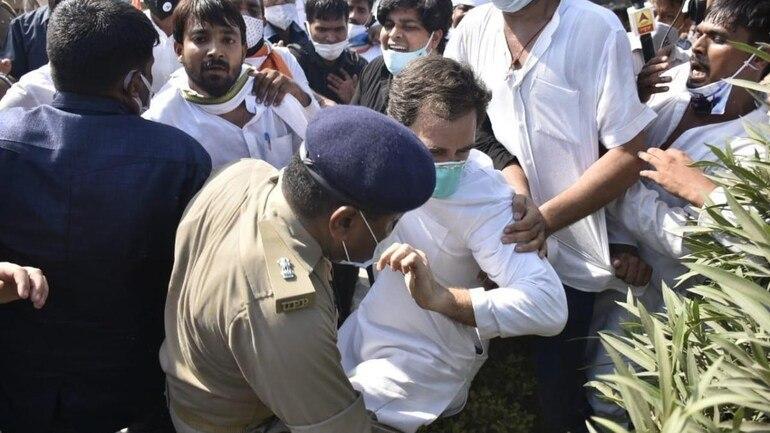 यह पढ़ें: Hathras case: यूपी पुलिस की धक्कामुक्की में गिरे राहुल गांधी, हाथ में लगी चोट, देखें Video