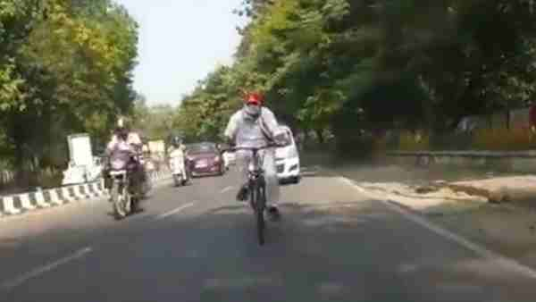 Energy Minister shrikant sharma went on cycle to inspect power sub station