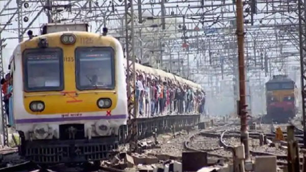 Maharashtra govt requests Railway Ministry to resume Mumbai local trains