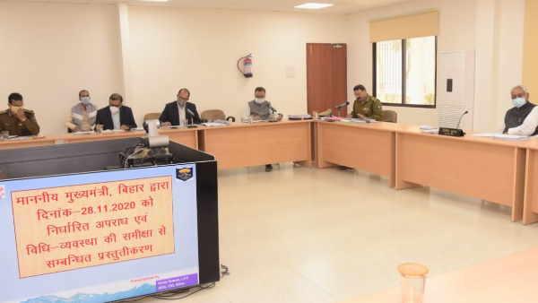 बिहार में कानून व्यवस्था पर मुख्यमंत्री नीतीश कुमार ने की हाई लेवल मीटिंग, अफसरों से कहा- लापरवाही बर्दाश्त नहीं करेंगे, मुस्तैदी दिखाएं