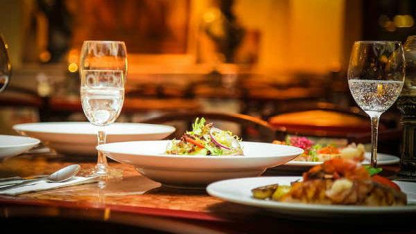 सिर्फ एक बीयर पीने के बाद ग्राहक ने दी 2 लाख रुपए से अधिक की टिप, रेस्टोरेंट मालिक ने बताई वजह