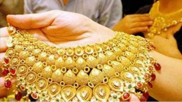 Gold Rate in India: सोने का रेट सुनकर हो जाएंगे गदगद, 7000 रु सस्ता, खरीदारी से पहले जान लें भाव