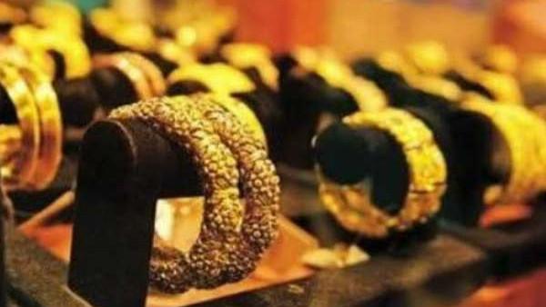 Gold Rate: हफ्ते के पहले दिन सोने की कीमत में बड़ा बदलाव, 22 कैरेट वाले सोने का भाव 43560 रु पर पहुंचा