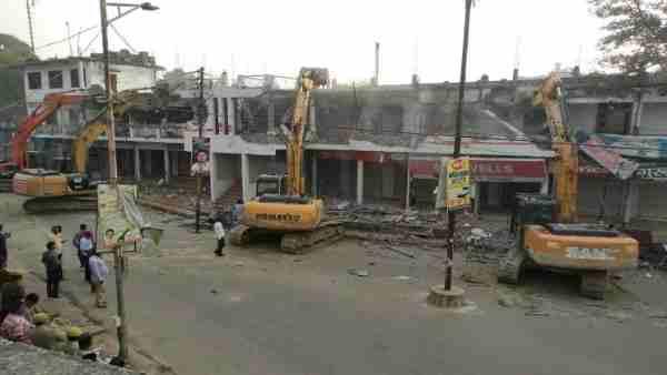 गाजीपुर: मुख्तार अंसारी के होटल गजल पर चली सरकारी JCB, पुलिस-प्रशासन ने सील कर दिया था इलाका