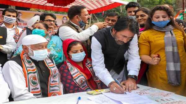 इसे भी पढ़ें-J&K:गुपकार गठबंधन पर दिल्ली से श्रीनगर तक उलझन में क्यों है कांग्रेस