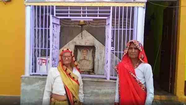 ये भी पढ़ें:- Karwa Chauth: यूपी के इस गांव में सुहागिनें नहीं रखतीं करवा चौथ का व्रत, जानिए क्यों