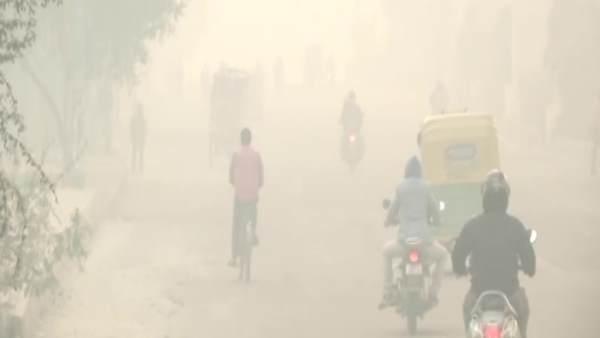 ये भी पढ़ें- बढ़ते प्रदूषण से दिल्ली में छाई धुंध की चादर, सांस लेने में दिक्कत और आंखों में जलन से लोग परेशान
