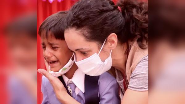 गुजरात में 6 साल के मूक-बधिर बच्चे को मिली स्पेन की मां, विदाई पर सबकी आंखों से छलके आंसू