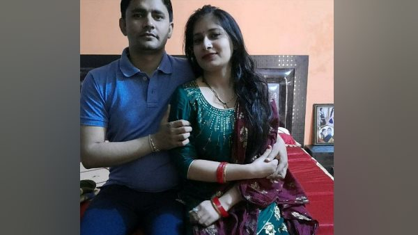 wife impaled husband with lover in meerut