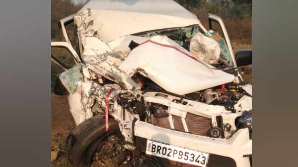 gaya road accident three people died and two injured