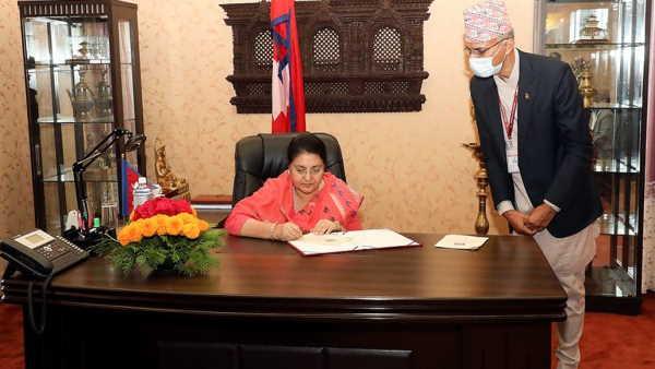 इसे भी पढ़ें- नेपाल में संसद भंग, राष्ट्रपति विद्या देवी भंडारी ने PM ओली के प्रस्ताव को दी मंजूरी, चुनाव का ऐलान