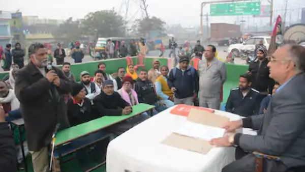 बिहारः जन अधिकार पार्टी ने लगाई किसान अदालत, पप्पू यादव ने किसानों का रखा पक्ष