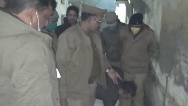 UP: कोचिंग से लौट रही छात्रा पर दरिंदे ने फेंका तेजाब, 54 फीसदी झुलसी, हालत गंभीर