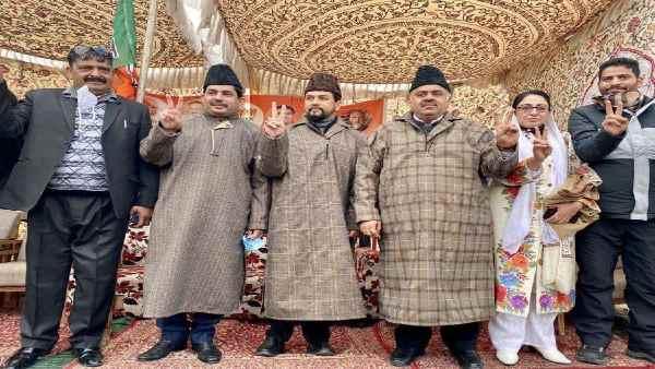 इसे भी पढ़ें- J&K DDC elections:कैसे श्रीनगर में फारूक अब्दुल्ला-महबूबा मुफ्ती से भी बड़ी ताकत बन गई BJP ?